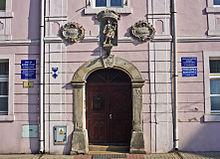 Portal des Geburtshauses in Naumburg/Queis (Quelle: Wikimedia)