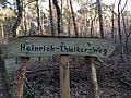 Heinrich-Thielker-Weg Wegweiser 2.jpg