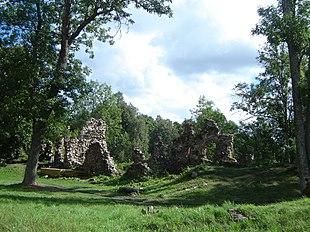 Ruins of Helme castle.