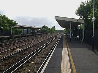 Hersham railway station - Image: Hersham station look west 3