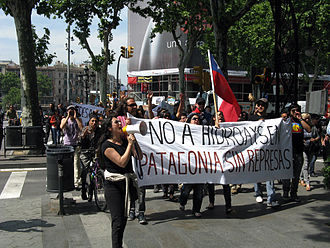 "HidroAysén - A protest against HidroAysen in Barcelona, Spain. The banner reads ""No HydroAysén, dam free Patagonia"" the opposition's slogan."