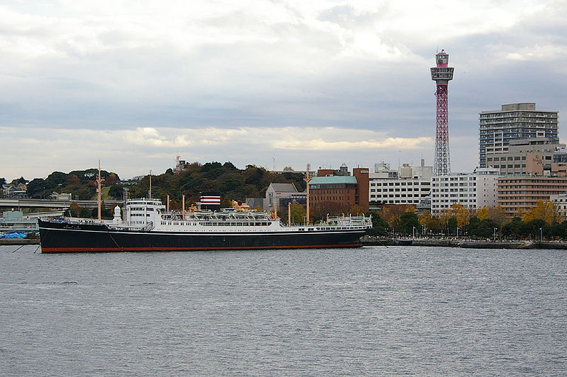 File:Hikawamaru and Marine tower.jpg