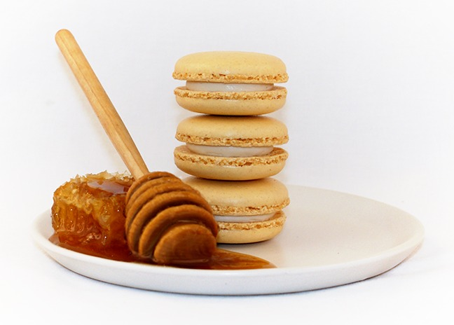 File:Honey macaron.tif