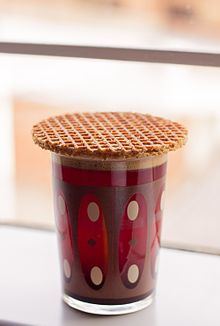 How to eat a stroopwafel (8557345379).jpg