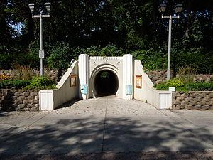 Hubbard Park (Shorewood, Wisconsin) - Image: Hubbard Park pedestrian access