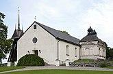 Fil:Husby Oppunda kyrka aug 2010 new.jpg