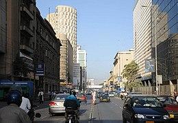 Karachi, havenstad met ruim 5 miljoen inwoners, is tot 1959 hoofdstad van Pakistan.