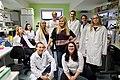 Ilona Faustova (keskel) 2017. aasta oktoobris koos sünteetilise bioloogia tudengite võistlusrühmaga.jpg