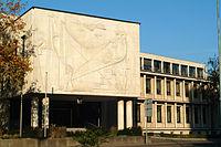 Industrie- und Handelskammer Hannover Schiffgraben 49 Anbau 1954 von Ernst Friedrich Ludwig Brockmann mit Aussenrelief von Kurt Lehmann 1953 Travertin.jpg