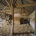 Interieur schuur, overzicht met dakconstructie en gebinten - Vierlingsbeek - 20337111 - RCE.jpg