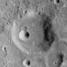 依西多禄陨石坑