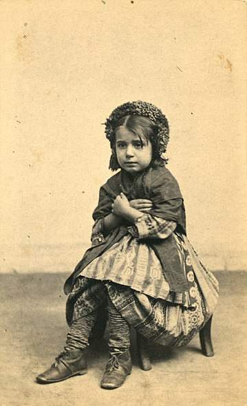 File:Italian peasant girl.jpg