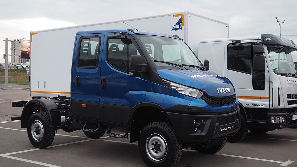 File Iveco Daily 4x4 Double Cab Chassis Jpg Wikimedia