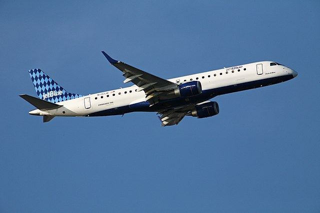 JetBlue Embraer 190 Peek A Blue|By Anthony92931 (Own work) [CC BY-SA 3.0 (http://creativecommons.org/licenses/by-sa/3.0)], via Wikimedia Commons