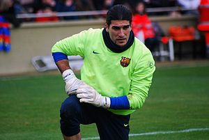 José Manuel Pinto - Pinto warming up for Barcelona in February 2010