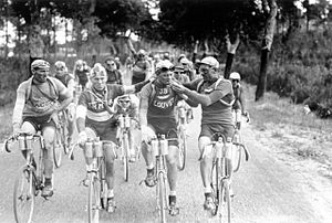 Maurice Geldhof - Julien Vervaecke and Maurice Geldhof on the right smoking a cigarette at the 1927 Tour de France.