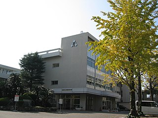 Kōchinishi high school front entrance.jpg