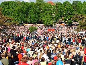 Kaivopuisto - Image: Kaivopuiston kesäkonsertti 2005