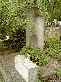Kassák Lajos sírja.jpg