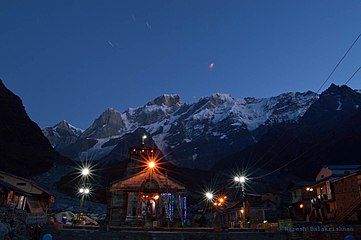Kedarnath Temple at Dawn - OCT 2014.jpg