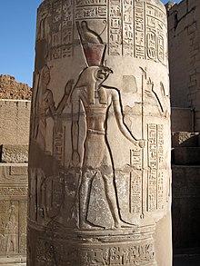 photo d'une colonne gravée