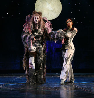 Gus: The Theatre Cat - Wojciech Paszkowski as Gus (left) and Marta Smuk as Jellylorum in the Polish production of Cats, 2007.