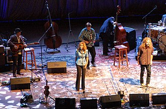 """The Battle of Evermore - Alison Krauss and Robert Plant perform """"The Battle of Evermore"""" at Denver's Red Rocks, 21 June 2008"""