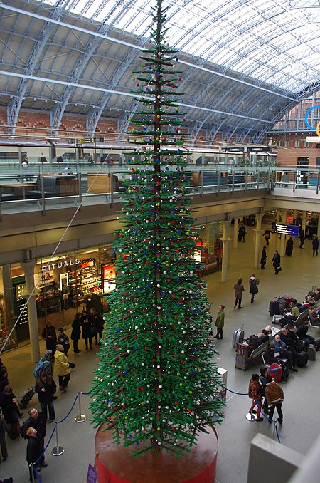 Lego Christmas Tree at St Pancras International.jpg