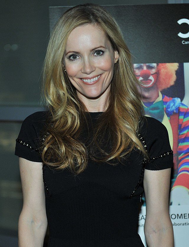 The 45-year old daughter of father (?) and mother(?), 170 cm tall Leslie Mann in 2017 photo