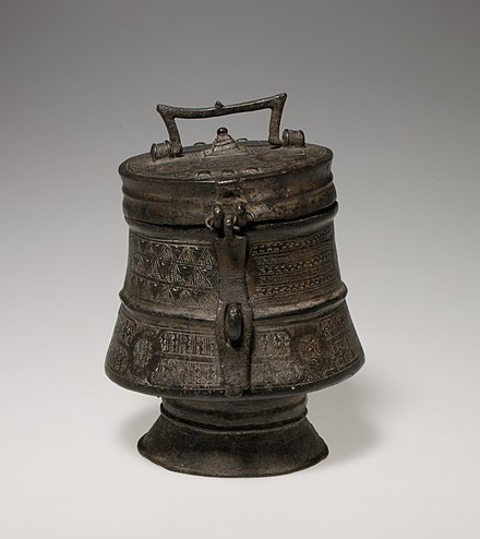 18th-century Ashanti brass kuduo. Gold dust and nuggets were kept in kuduo, as were other items of personal value and significance. As receptacles for their owners' kra, or life force, kuduo were prominent features of ceremonies designed to honor and protect that individual. Lidded Vessel (Kuduo) MET DP108293.jpg