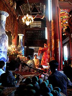 Lên đồng Ritual practiced in Vietnamese folk religion and the mother goddess religion Đạo Mẫu