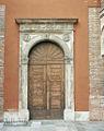 Lodi portale cattedrale cortile Canonici.JPG
