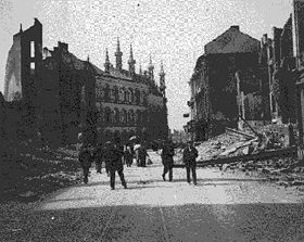 Destruction de Louvain photographiée en 1915: 248 civils fusillés, 2000 bâtiments détruits