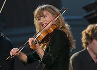 Lucie Skeaping - In concert with The Burning Bush