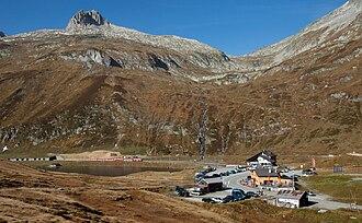 Oberalp Pass - Image: MGB Deh 4 4 I bei Oberalppasshöhe