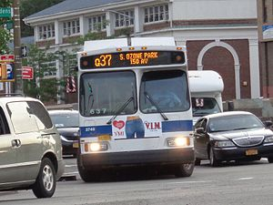 Q37 (New York City bus) - A Q37 bus entering southbound service in Kew Gardens.