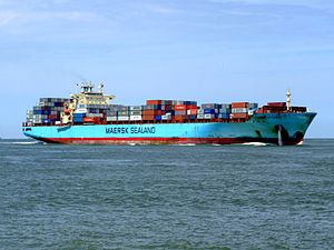 Maersk Gateshead p04 approaching Port of Rotterdam, Holland 08-Jul-2007.jpg