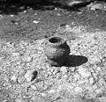 """Mali """"bədi"""" za seme od pese, pri Barbči, Artiža vas 1950.jpg"""