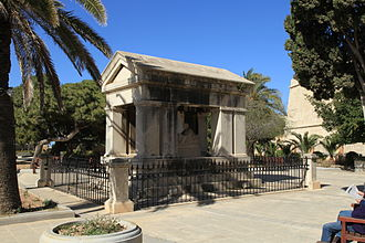 Tomb of Lord Hastings in Hastings Gardens, Valletta Malta - Valletta - Triq il-Papa Piju V - Hastings Gardens - Monument to Lord Hastings 01 ies.jpg
