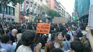 File:Manifestación contra La Manada - Madrid - 26 de abril.webm