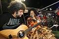 Margareth Menezes e músico no trio Afropopbrasileiro.jpg