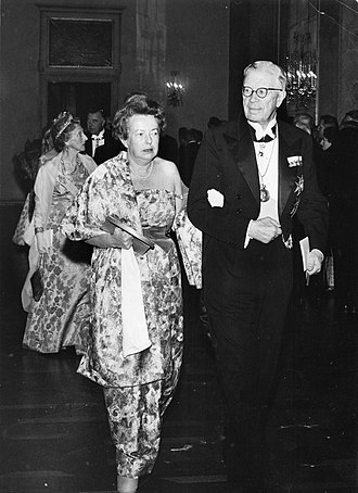 Maria Goeppert-Mayer - Maria Goeppert Mayer walking into the Nobel ceremony with King Gustaf VI Adolf of Sweden in 1963