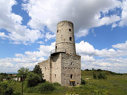 A modern photo of the tower at Markgrafneusiedl, which was the scene of heavy fighting during the second day of the Battle of Wagram. Markgrafneusiedl - Kirchenruine (2).JPG
