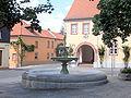 Marktbrunnen Schwabenheim mit Rathaus.JPG