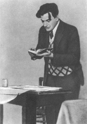В.В.Маяковский в 1930 году
