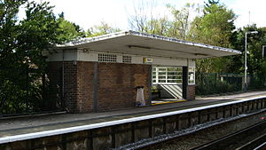 Meols railway station - Meols station's art deco passenger shelter