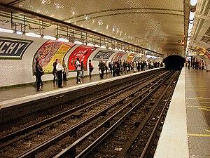 Place de Clichy (Paris Métro) - Image: Metro de Paris Ligne 13 Place de Clichy 01