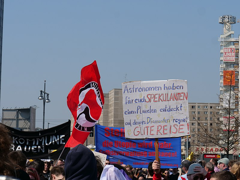 File:Mietenwahnsinn demonstration in Berlin 06-04-2019 07.jpg