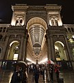 Milán, Vittorio Emmanuele II Gallery, pohled v noci.jpg