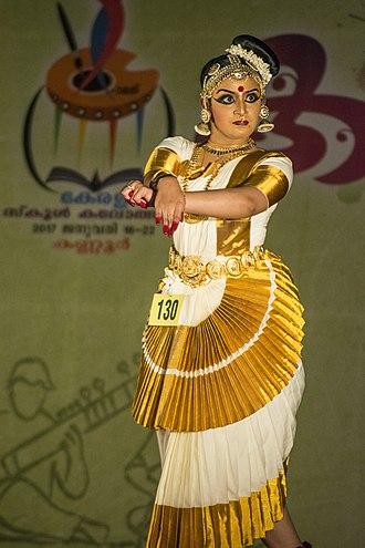 Mohiniyattam - Image: Mohiniyaattam 2